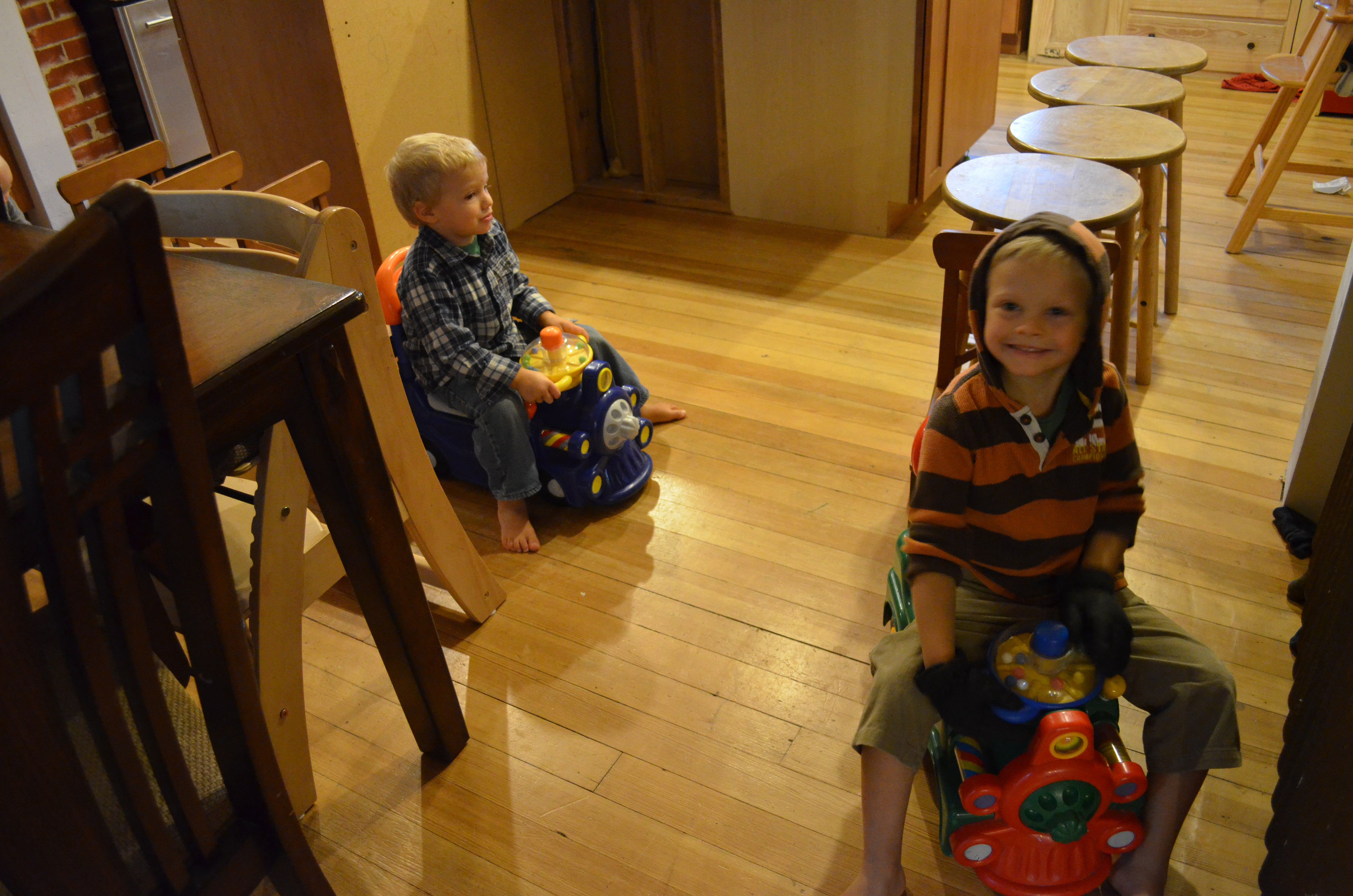 Rainy Saturday – playing with trains and tegu blocks – Andrew & fam